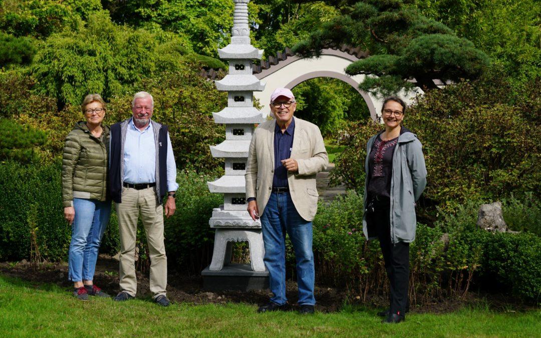 Freund des Arboretums spendet Chinesische Steinlaterne